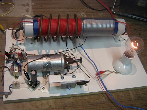 Вот самая простая схема, которую удалось найти в инете, генератор питающей автомобильную катушку на ней не показан...
